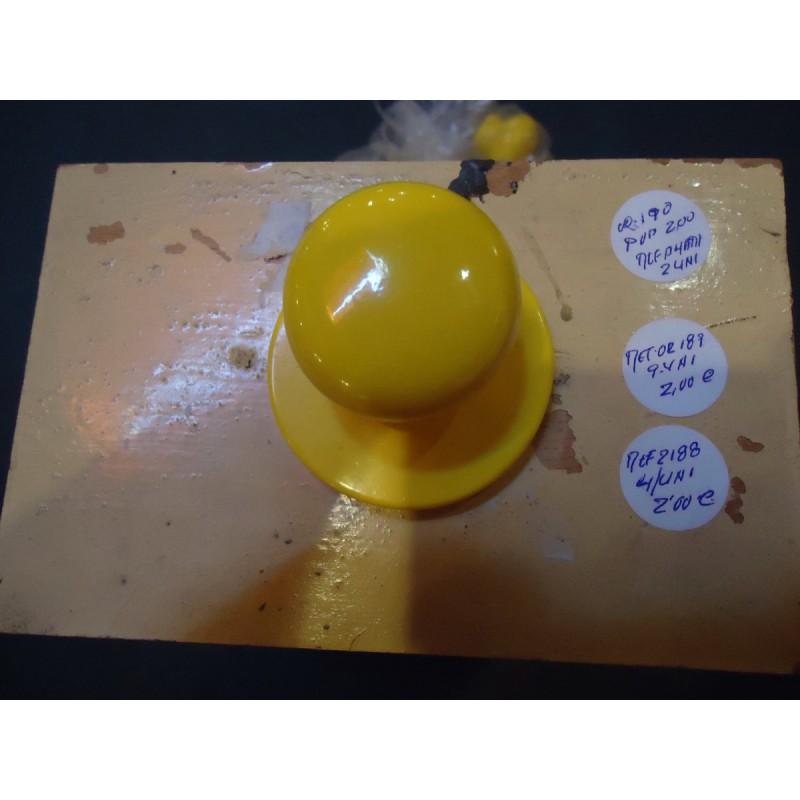 pomos olanos c amarillo con bocallave.-    4 unid