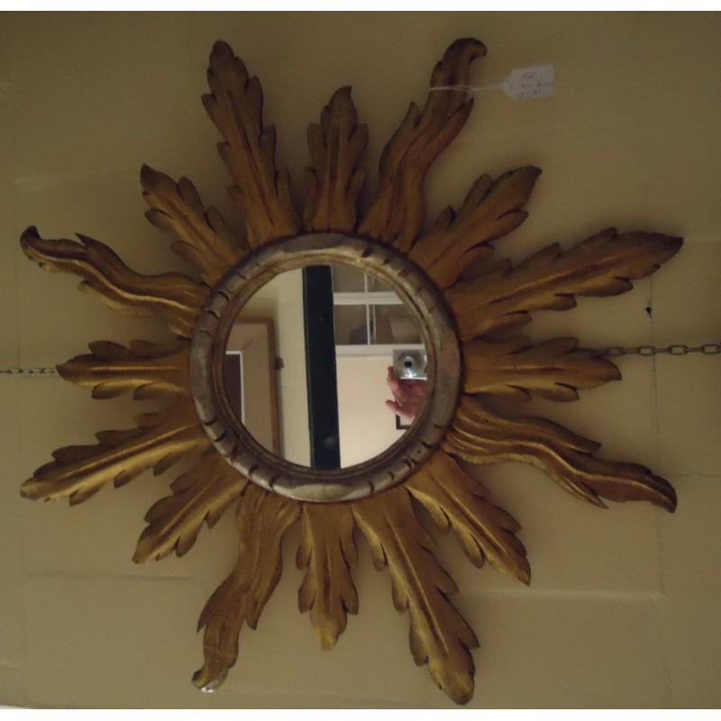 espejo  sol de madera dorado .- med